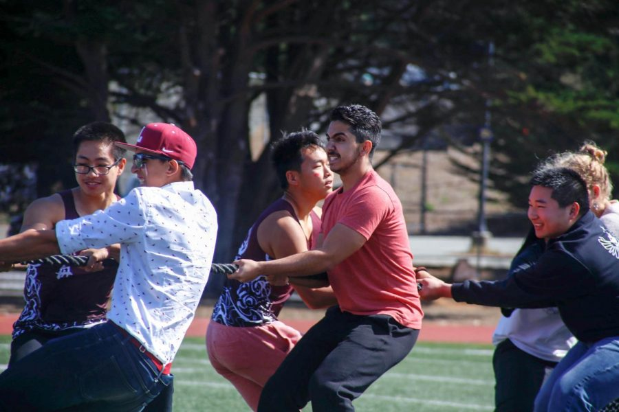 Class of 2019 students participate in Tug of War