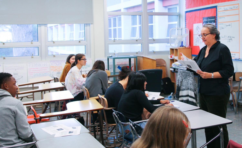 Komlos speaks to her Ethnic Studies class.