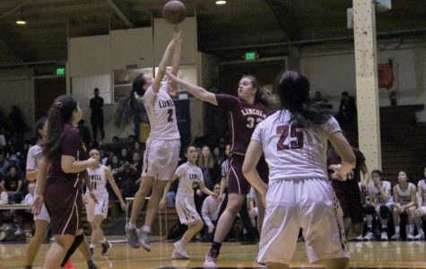 Vars girls basketball sweep Lincoln Mustangs, reclaim AAA championship title