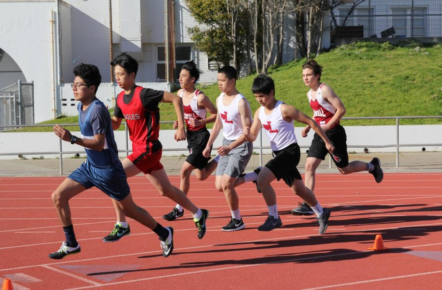 A pack of runners stick together in the 3200m race.